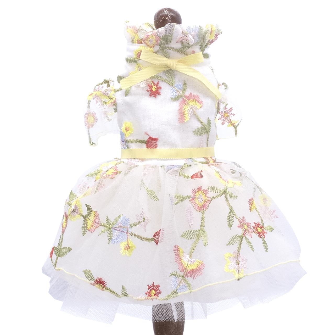 FLOWER  色とりどりの刺繍のドレス