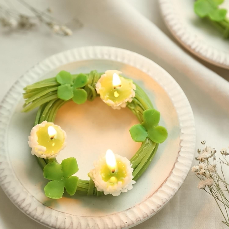 【リース型のデザインが珍しい】白詰草と四葉のクローバー