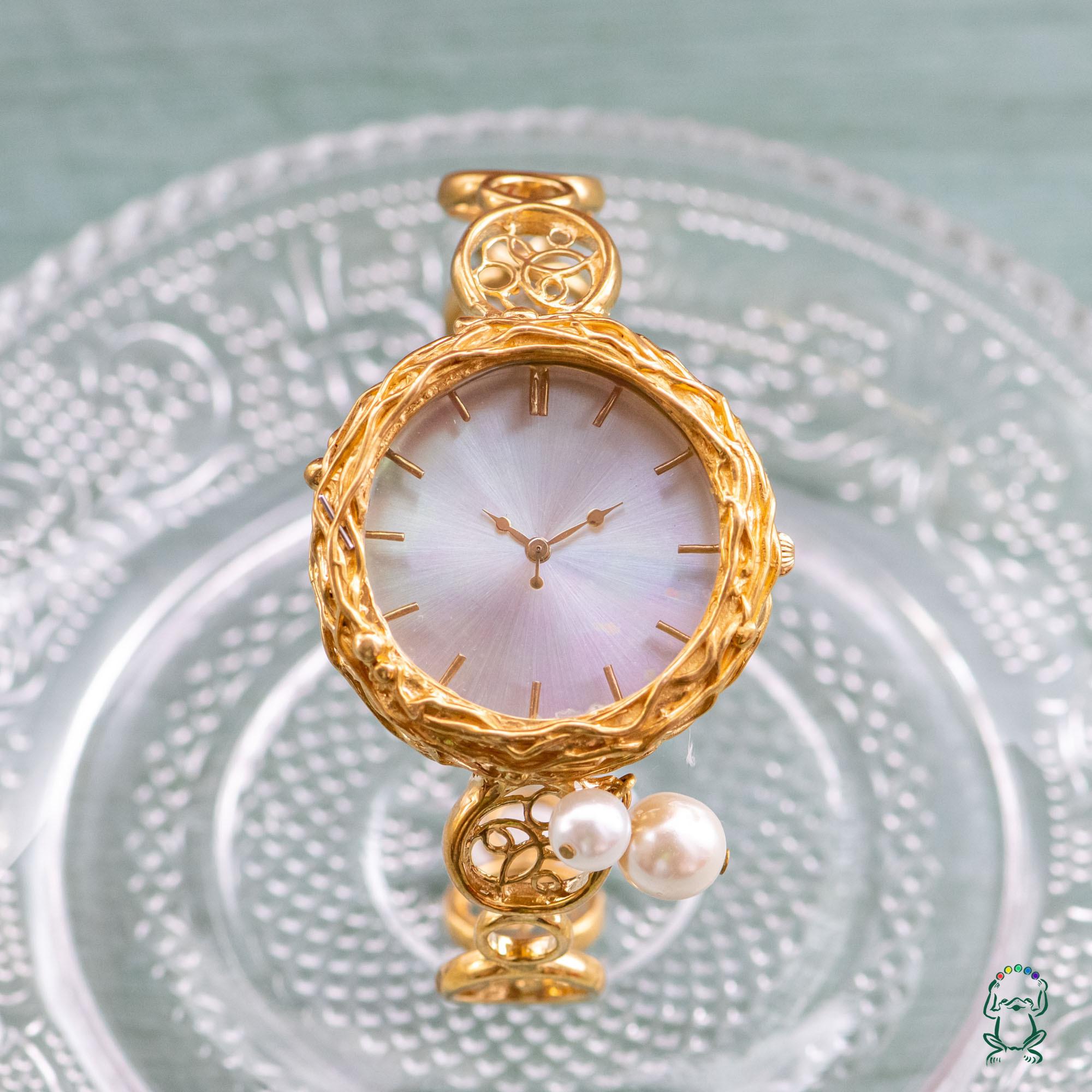 オーロラとパールのバングル型腕時計M