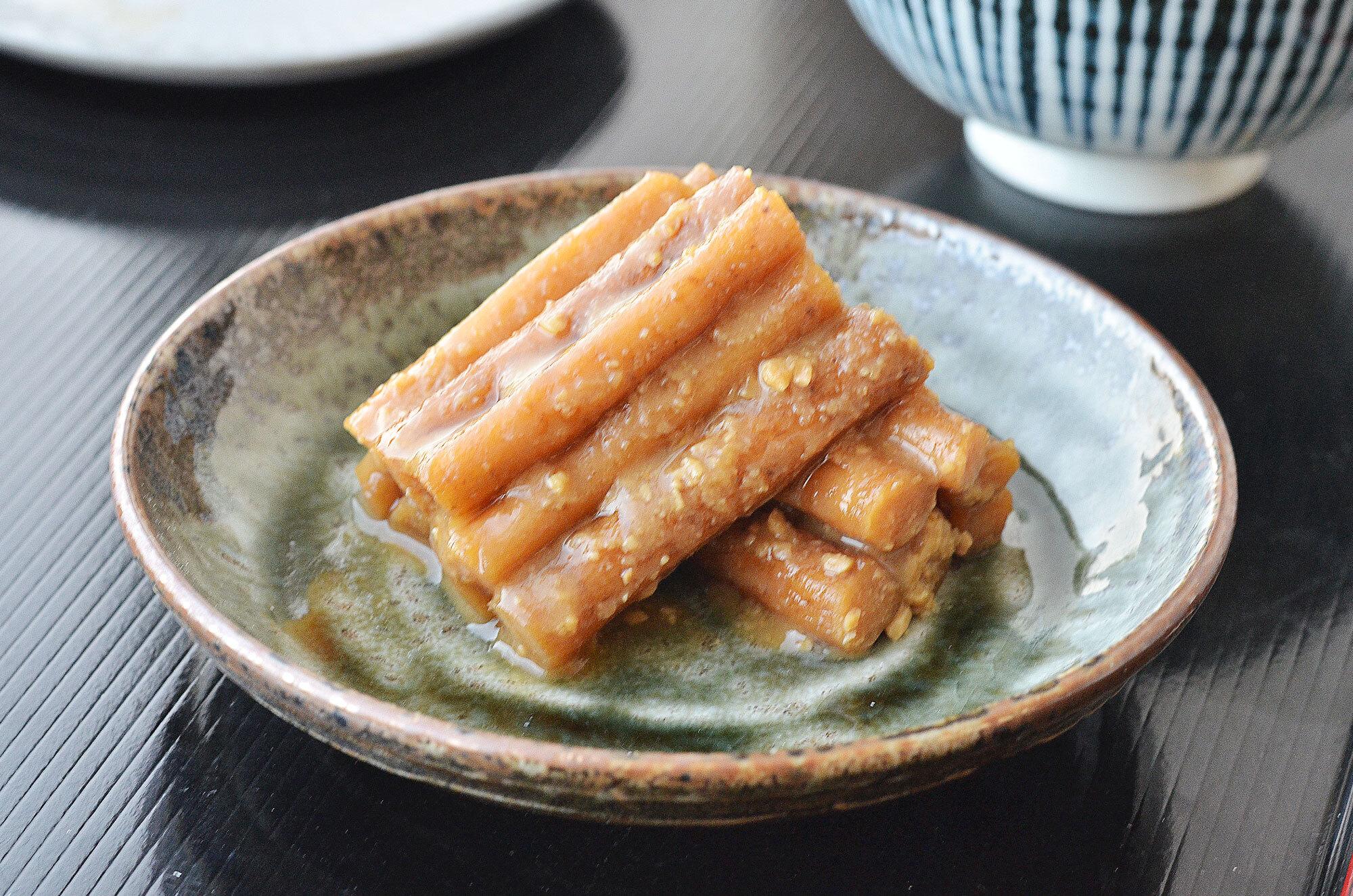みそ漬ごぼう!蔵造りの味噌に漬け込んだお漬物の代表作です!