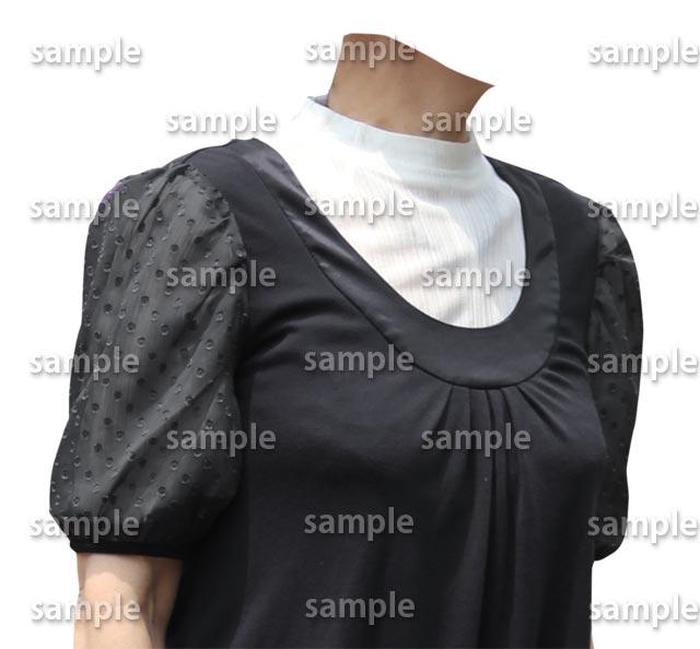 女性白ハイネック黒い服斜めB