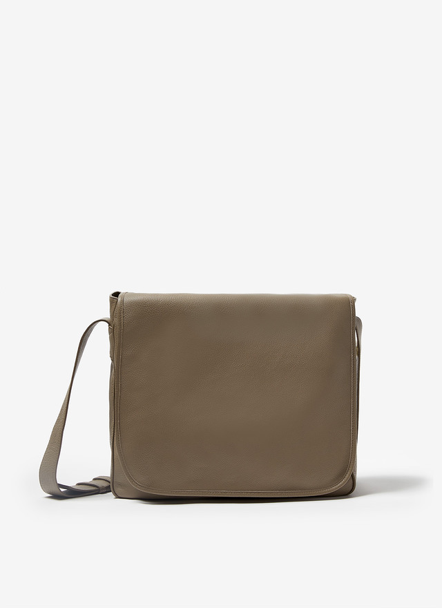 GRANULATED LEATHER MESSENGER BAG