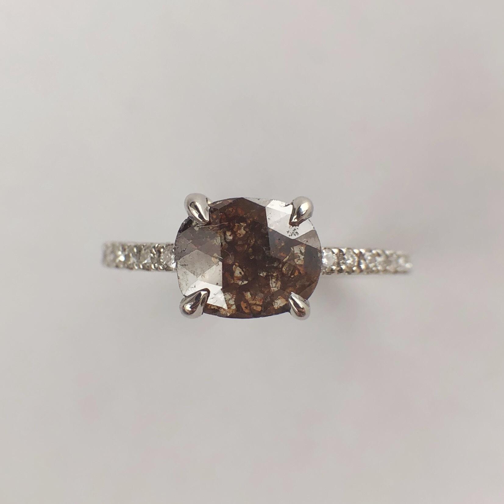 ブラウン ナチュラルダイヤモンドリング 0.680/0.11ct  PT チェカ 鑑別書付