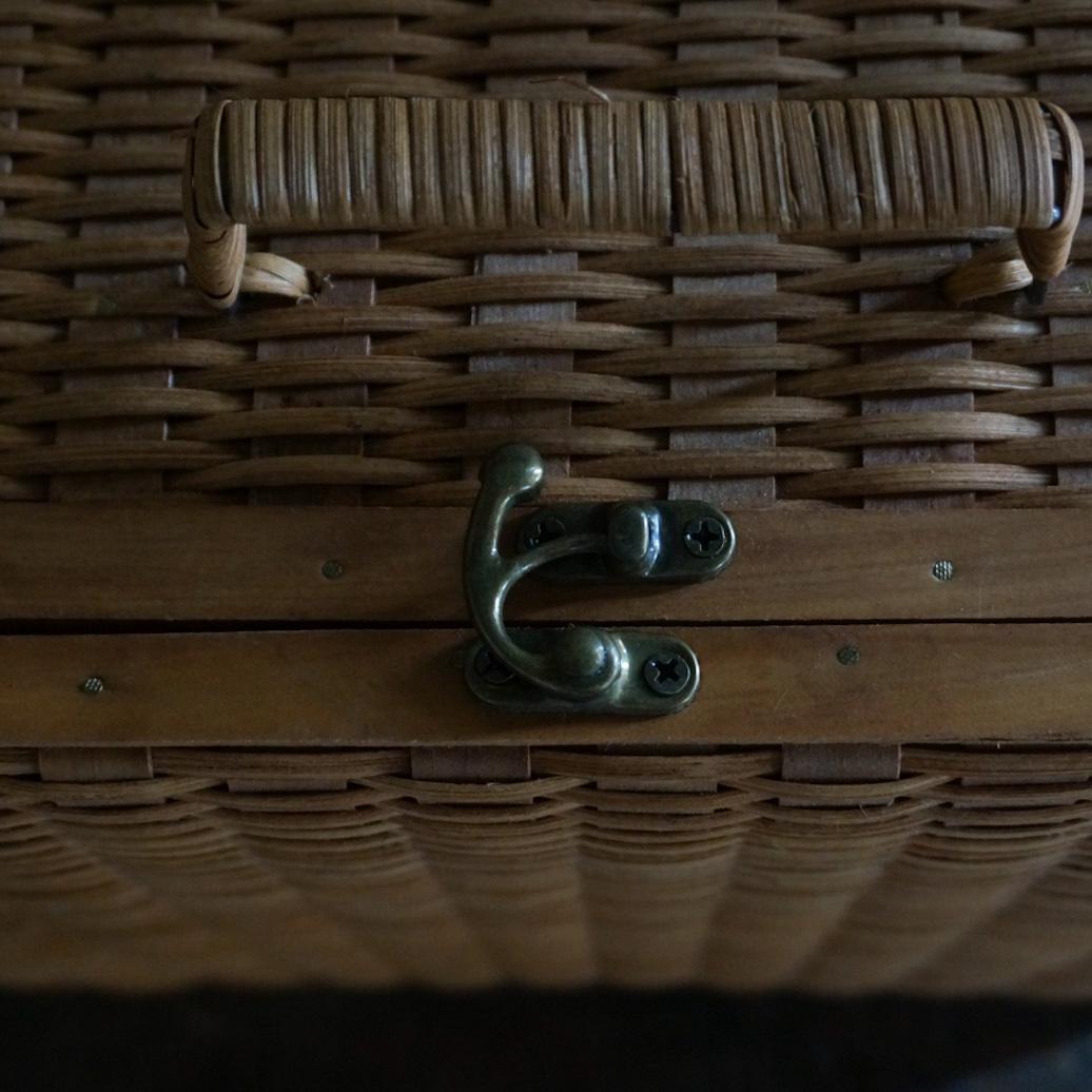 古い国産の籐バスケット