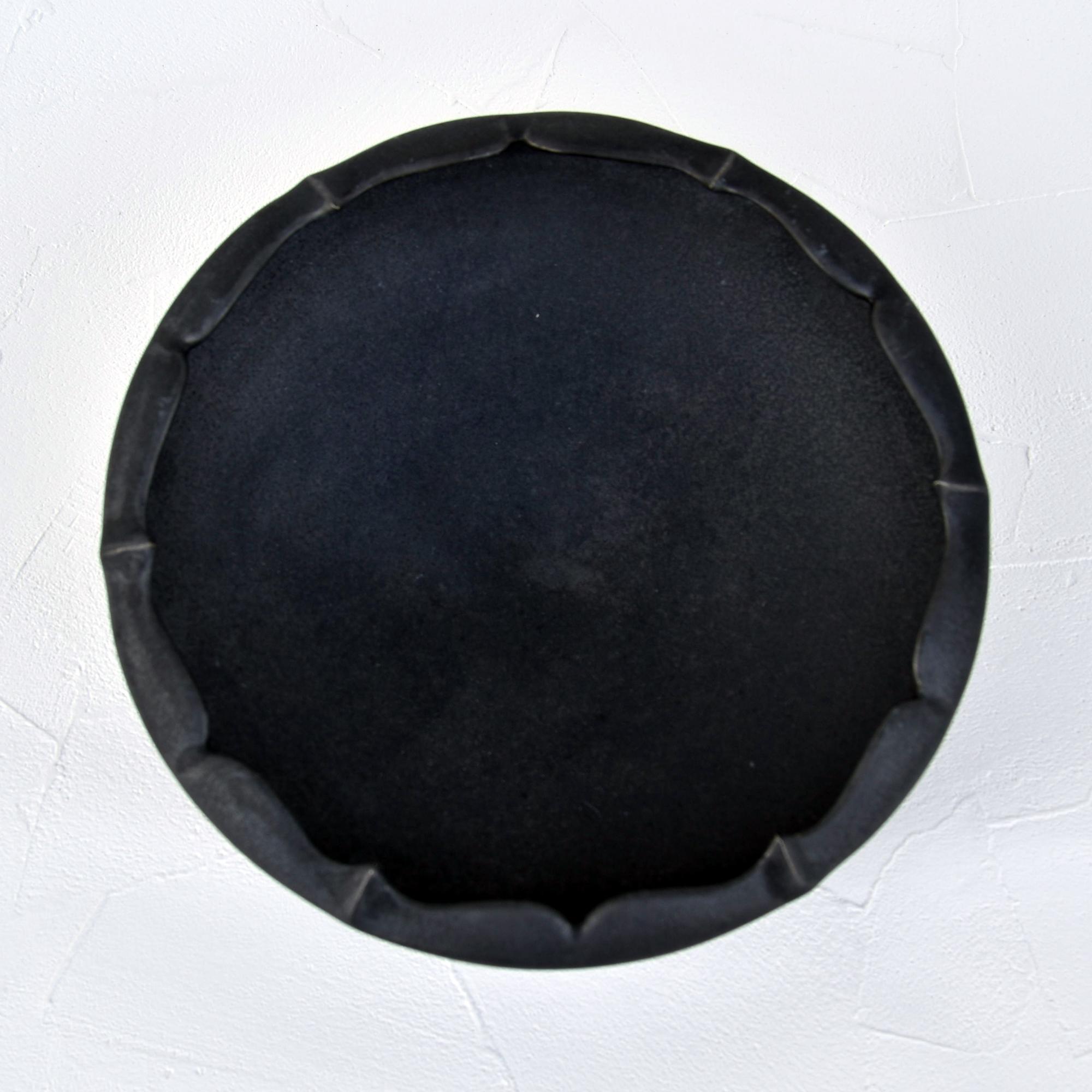 [木下和美]黒釉輪花鉢 蕾/L