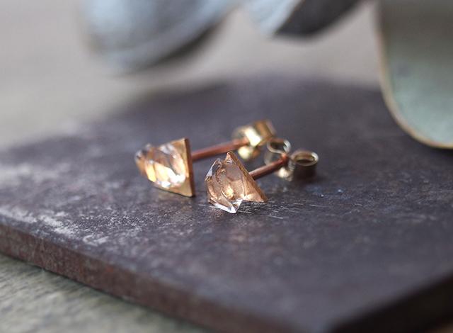 原石ダイヤモンドクォーツのプチピアス