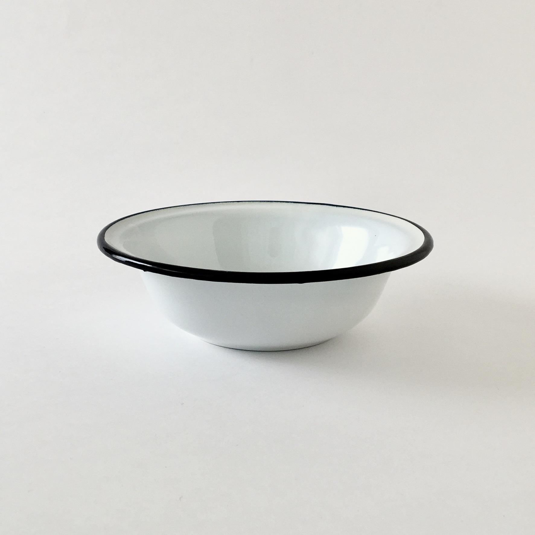 Basin White with Black Rim 16cm ホーローのボウル ホワイト