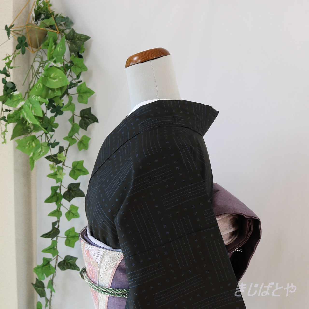 大島紬 黒地に青の小紋 袷