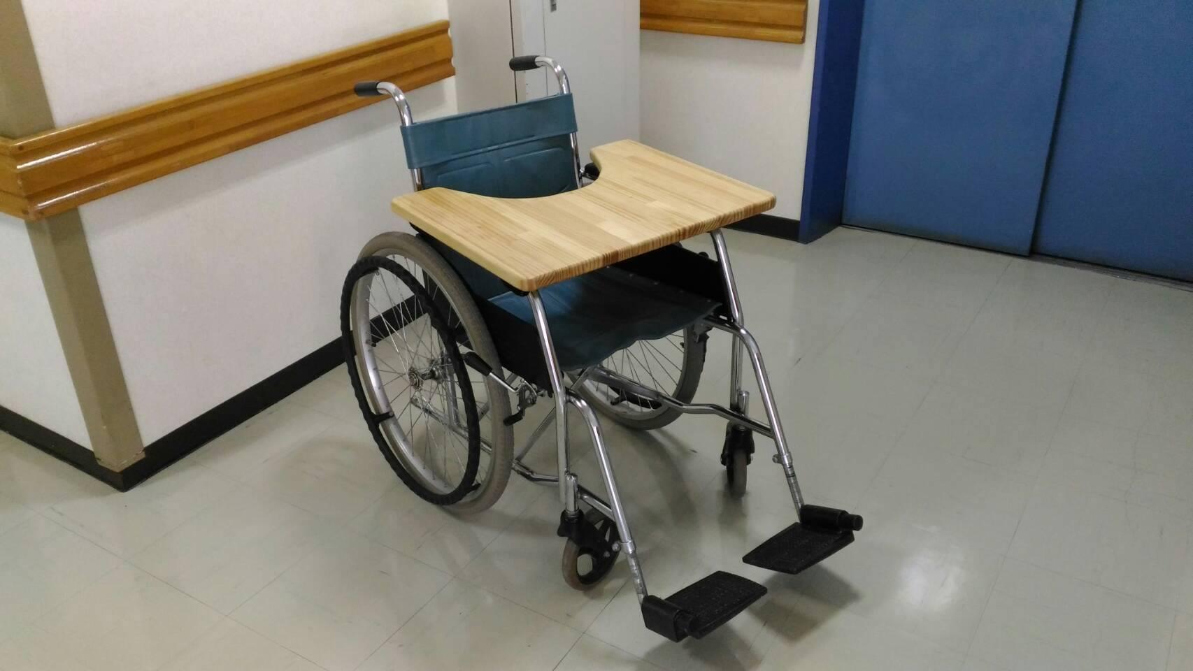 車いす用テーブル(移動用)