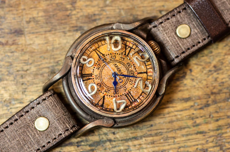 赤サビで大地をイメージした存在感のある文字盤の腕時計(Patrice Earth/在庫品)