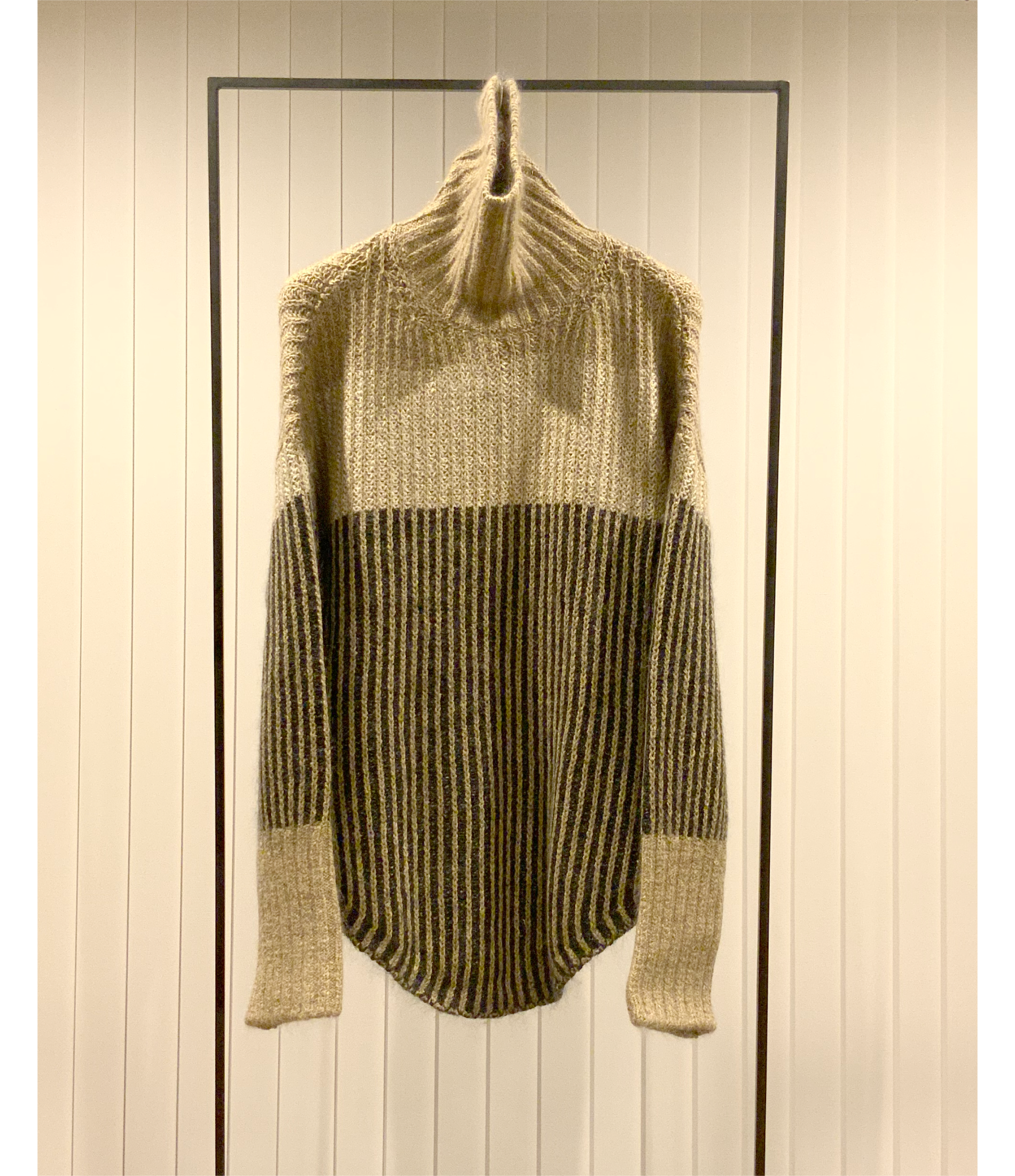 Color Block High-neck Sweater / Camel