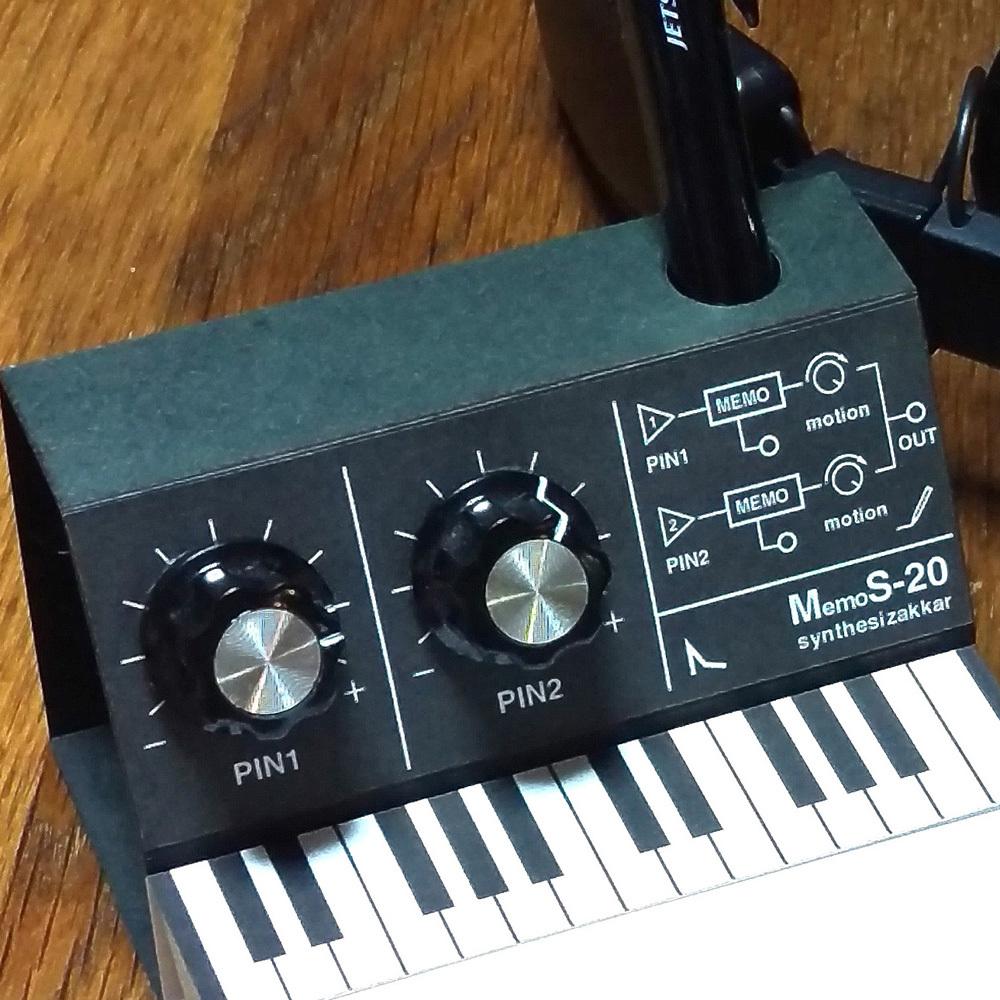 【メモ帳】MemoS-20PE シンセサイザー型・ペンスタンドメモ・SKP付き