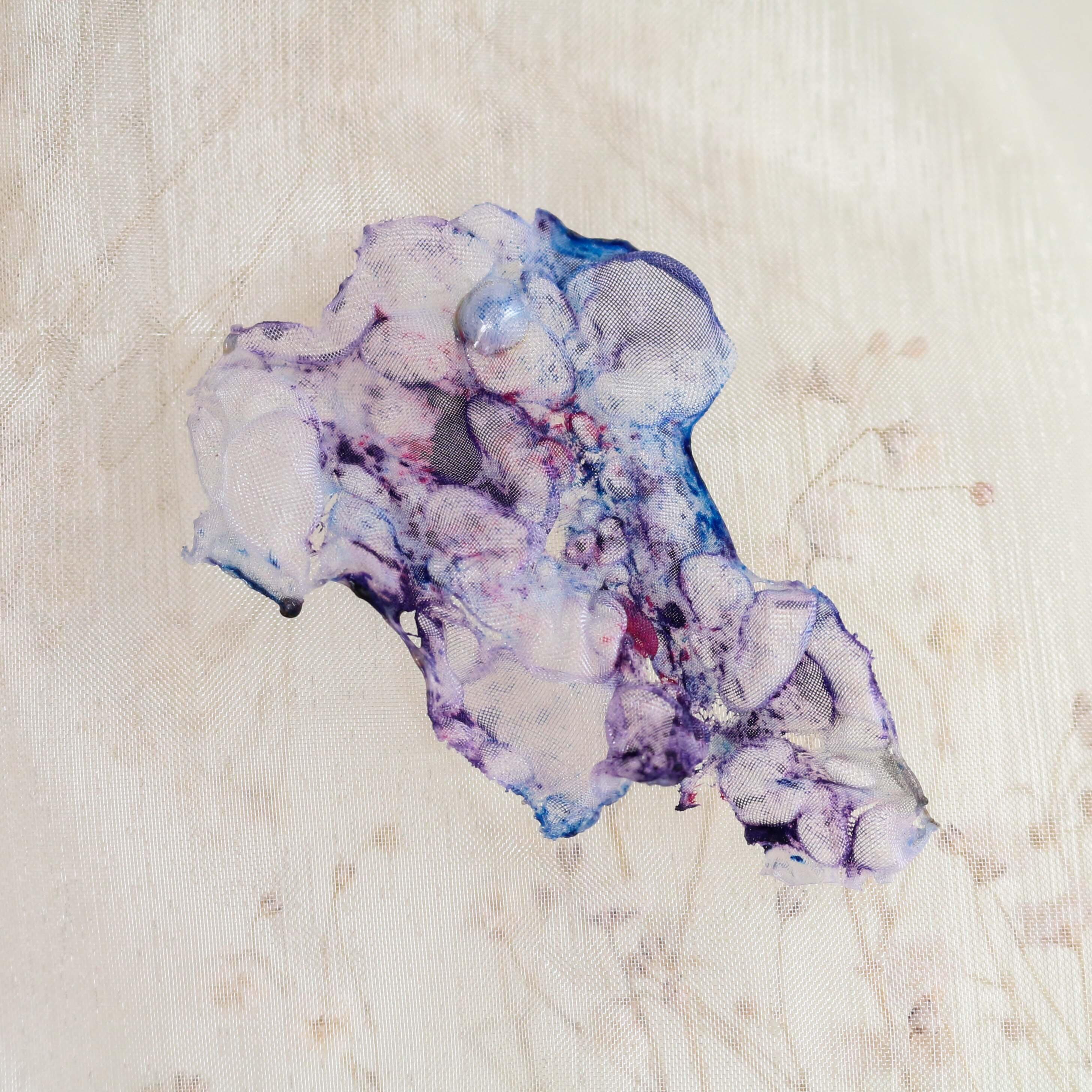 染めオーガンジーのアートピアス|マーブル