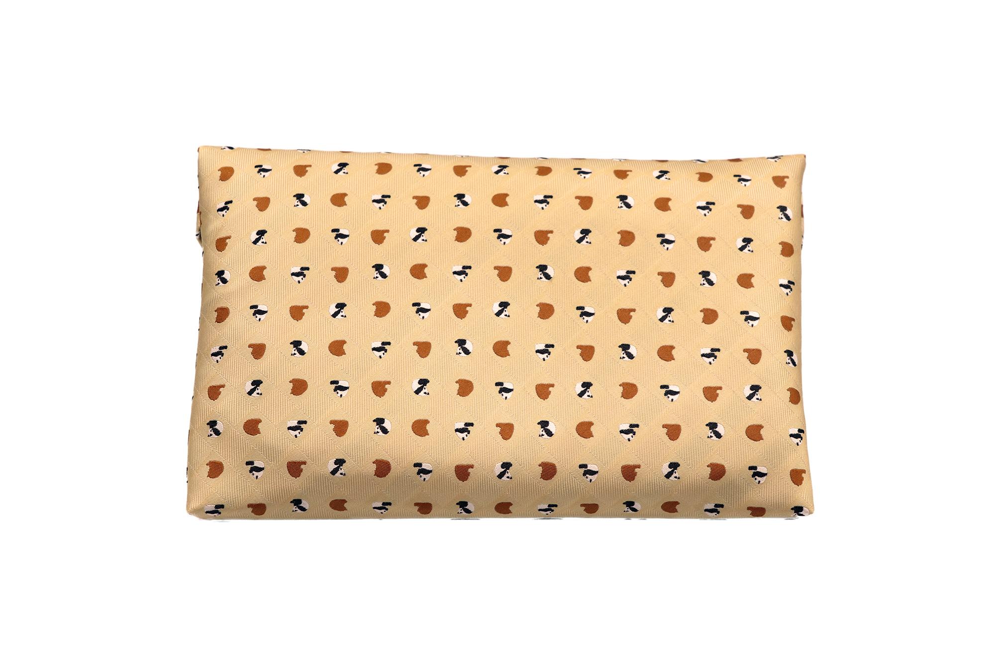 Atelier Kyoto Nishijin/お座りパンダ・西陣織シルク・数寄屋袋(すきやぶくろ)・B5サイズタブレット対応・杏色(あんずいろ)・日本製