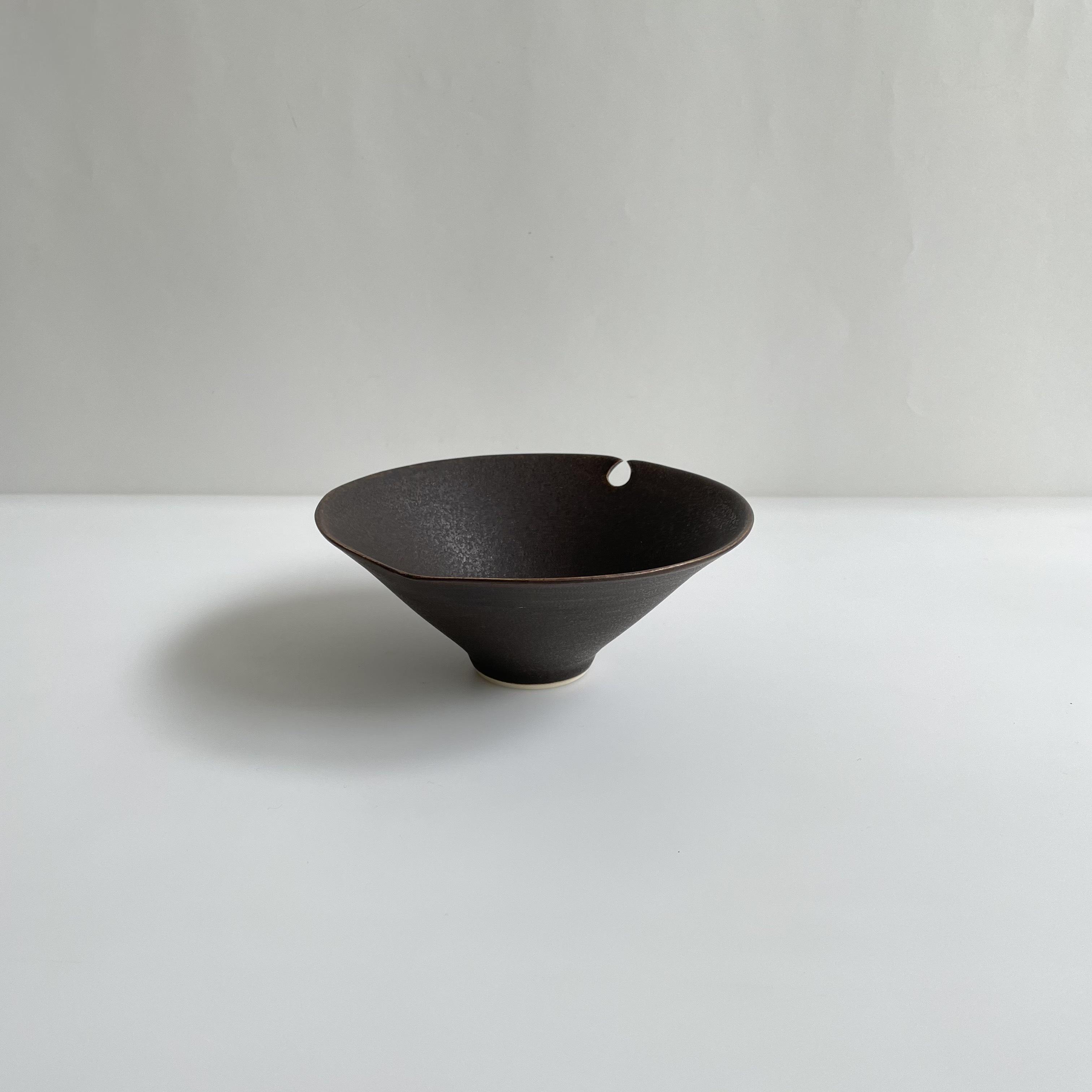 杉原万理江    葉形小鉢  茶色