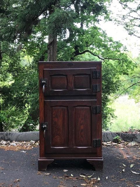 木でつくられた昔の冷蔵庫 古家具 古道具
