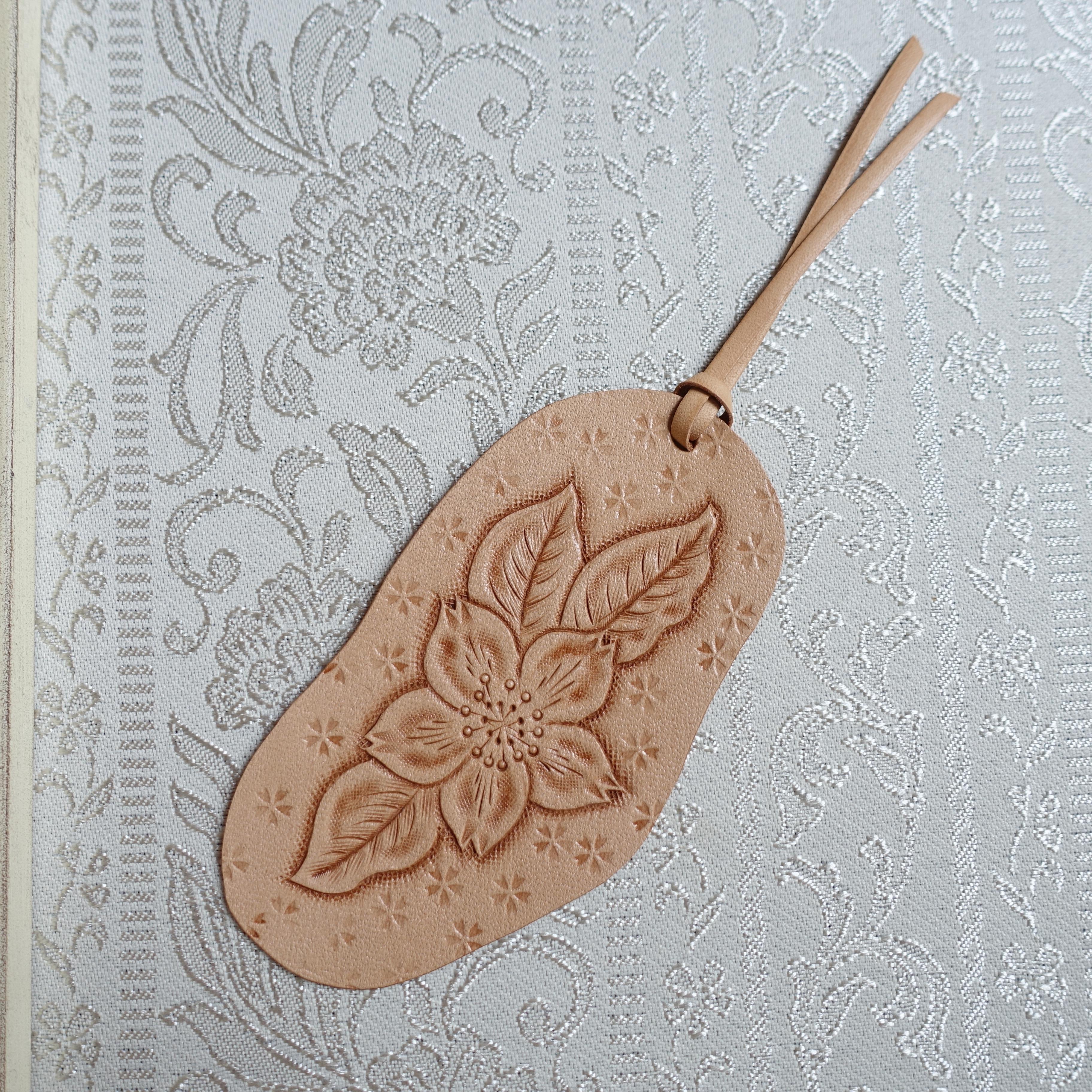 SALE! 革好きさんのためのカービングの桜のしおり(送料無料)