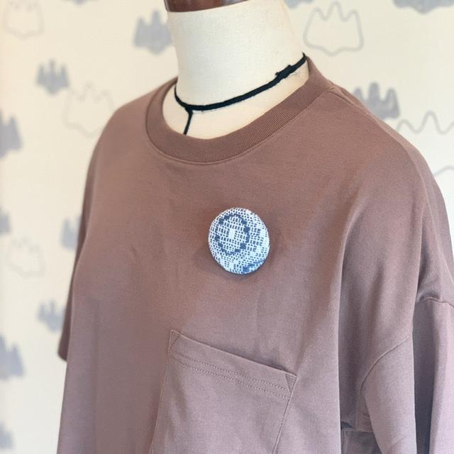 手織り布のブローチ小