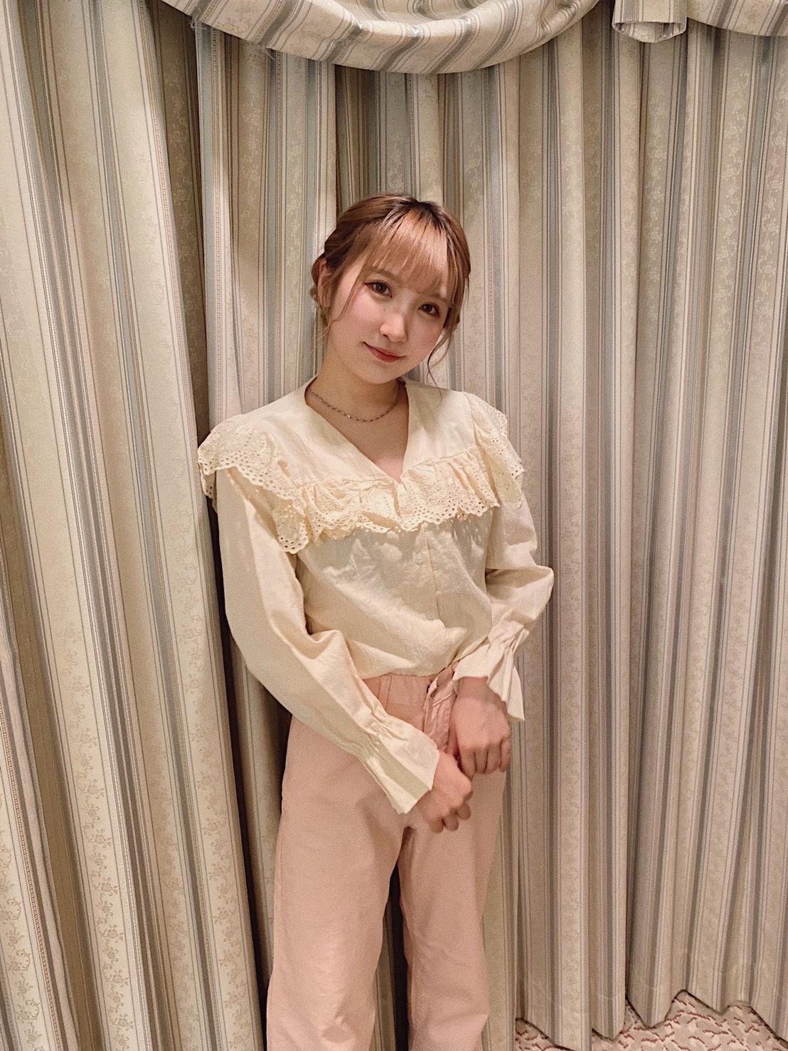 frill collar blouse