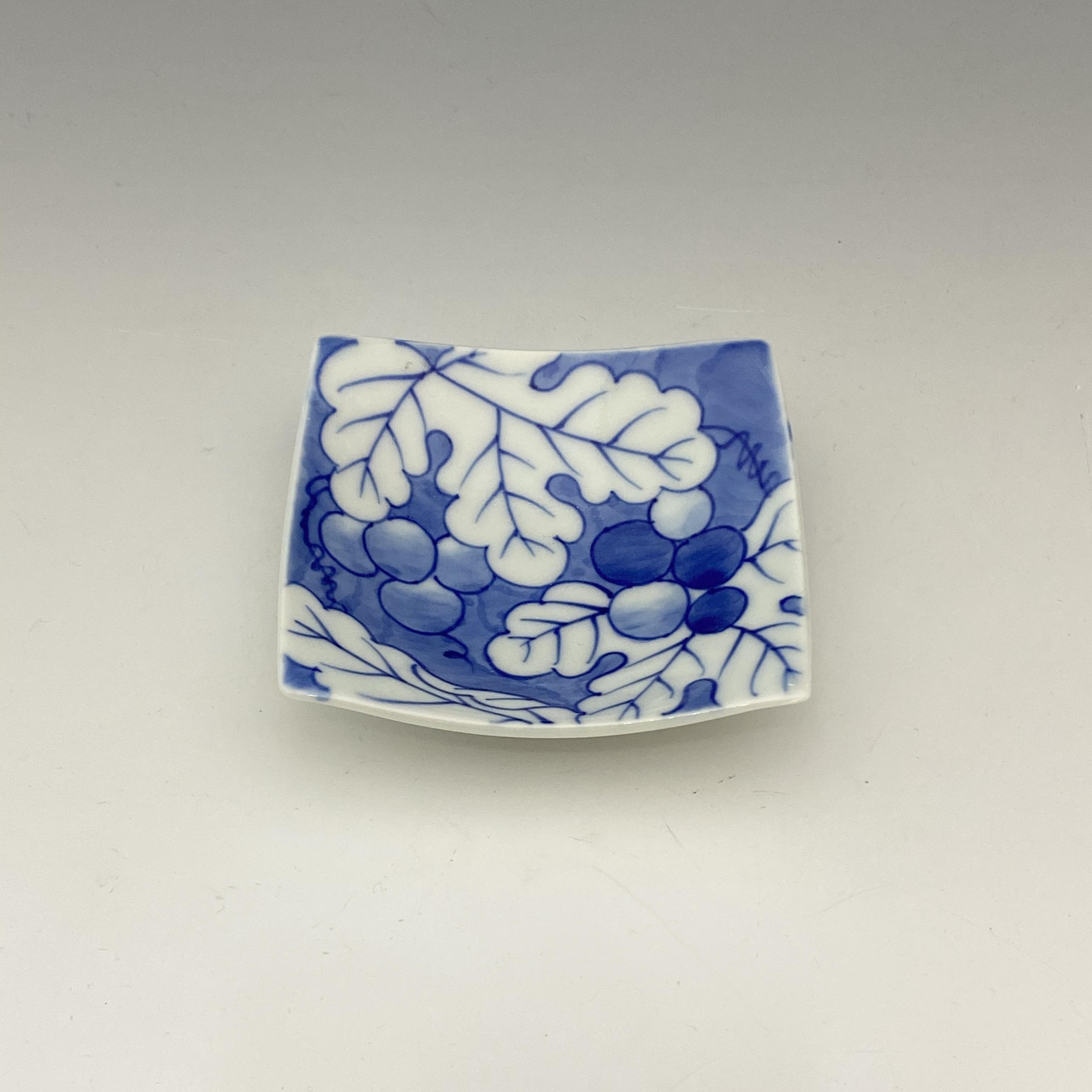 【中尾英純】染付葡萄文角小皿