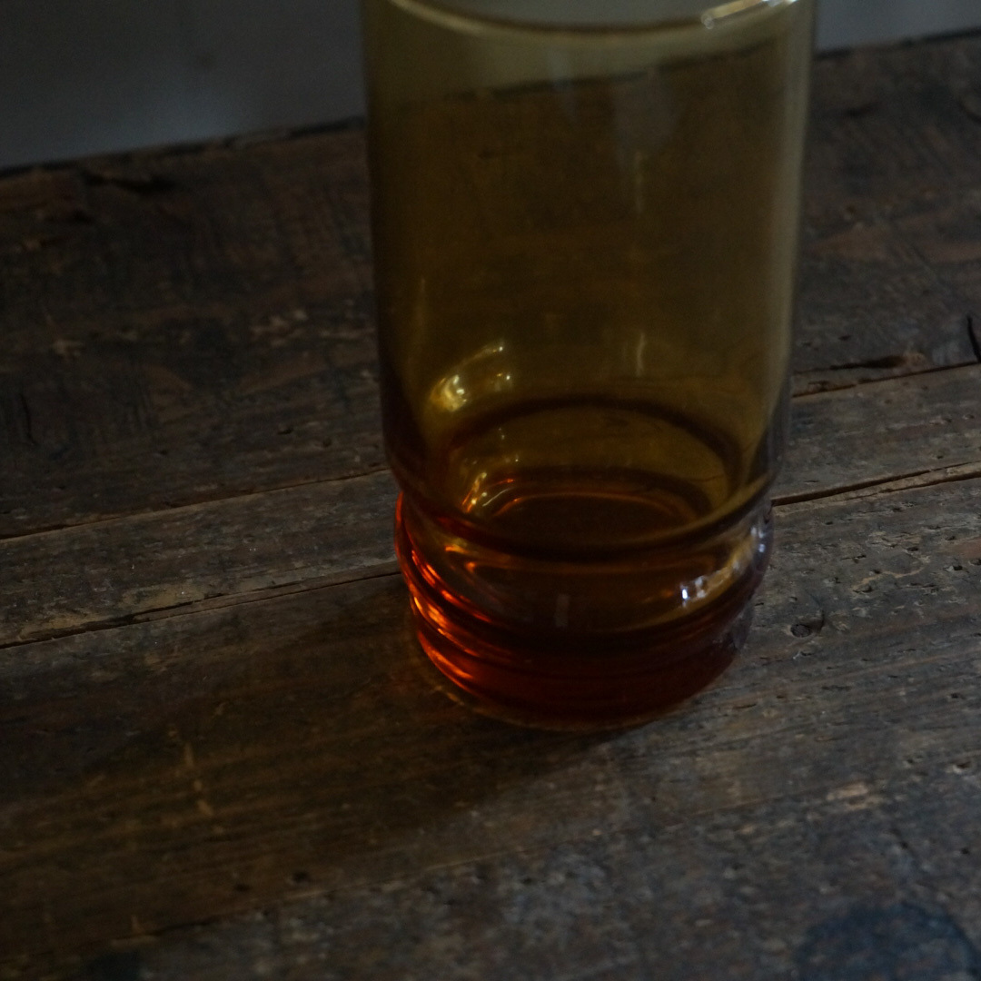 古い国産のガラスカップ