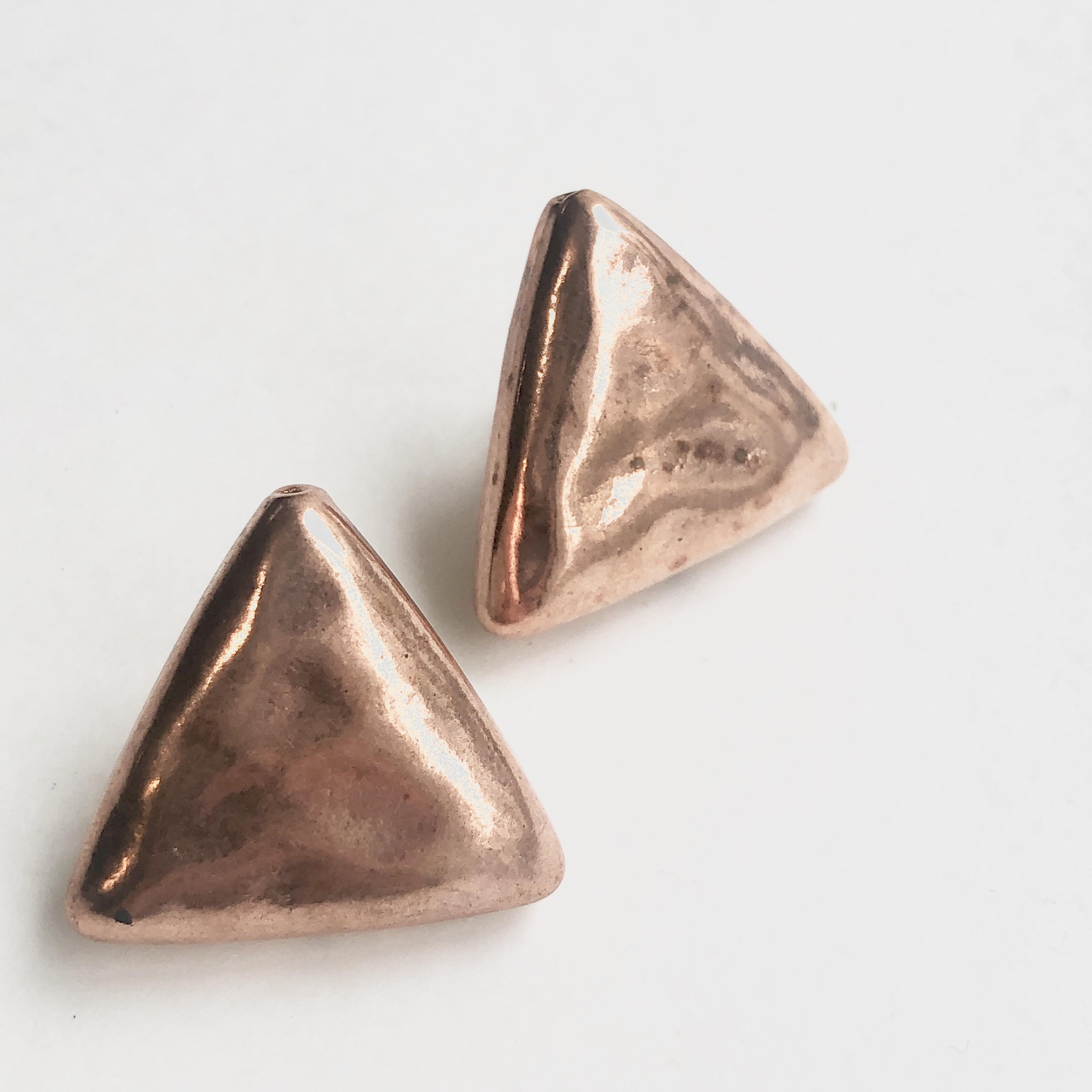 Puffy Triangles B-008