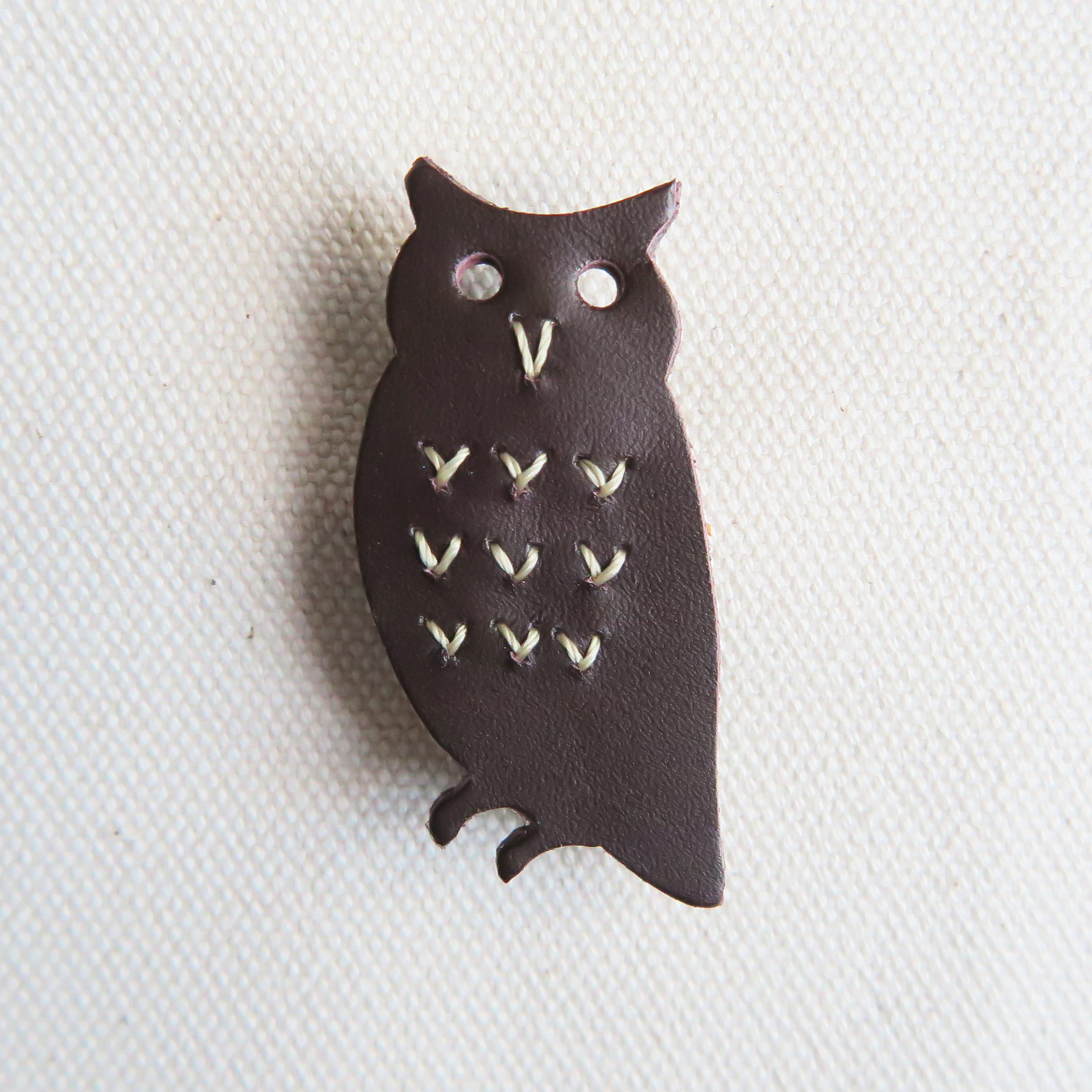 Leather brooch owl D.BROWN