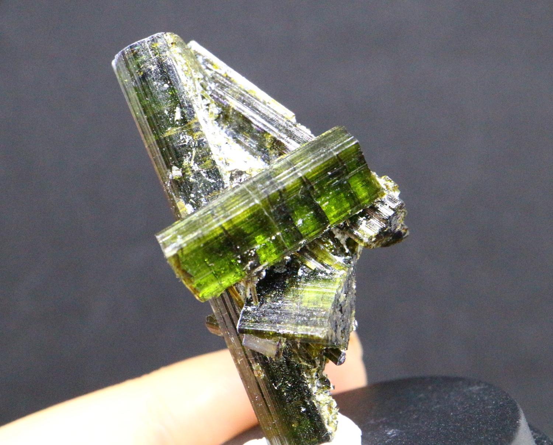グリーントルマリン カリフォルニア産 ペンシル 原石 11g T072