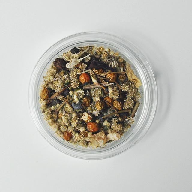 野ばらの実とセダムのペトリ皿