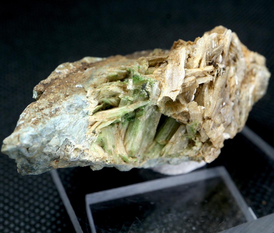 ※SALE※カリフォルニア産 ダイオプサイド + ウバロバイト  41g  DPT010 原石 鉱物 天然石 パワーストーン