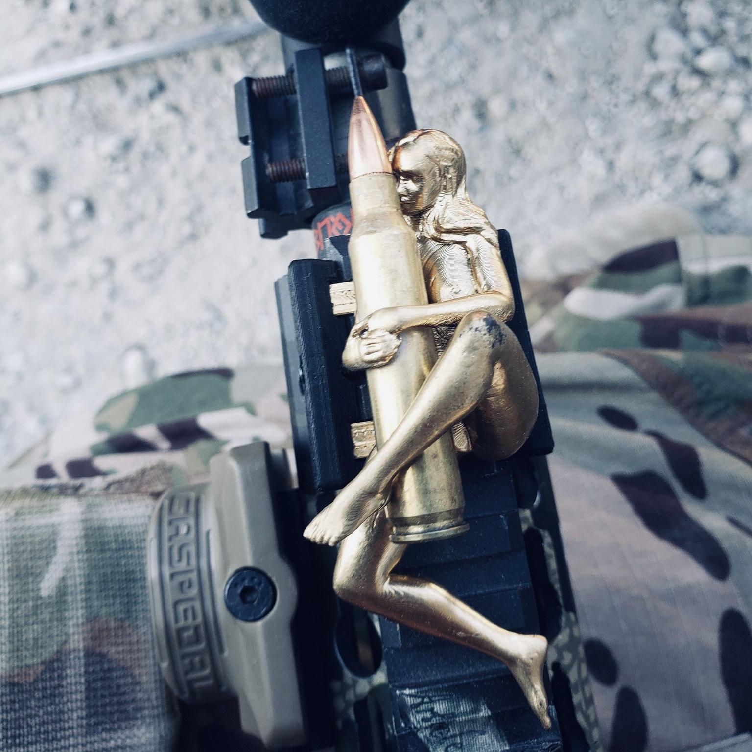 【レイルフィギュア】 弾を抱く女5.56