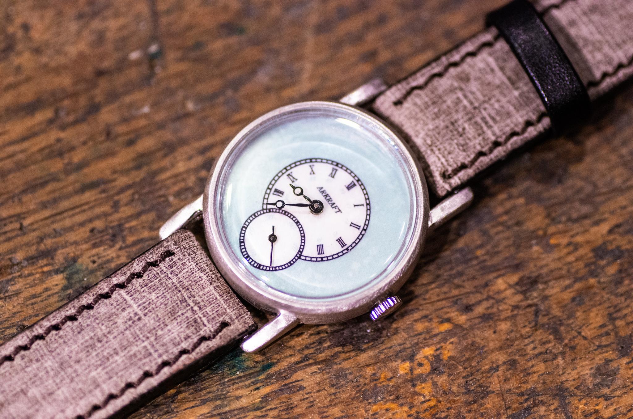 透明感のある白蝶貝が綺麗なモダンな雰囲気と個性を併せ持った腕時計(Sly Pastel /店頭在庫品)