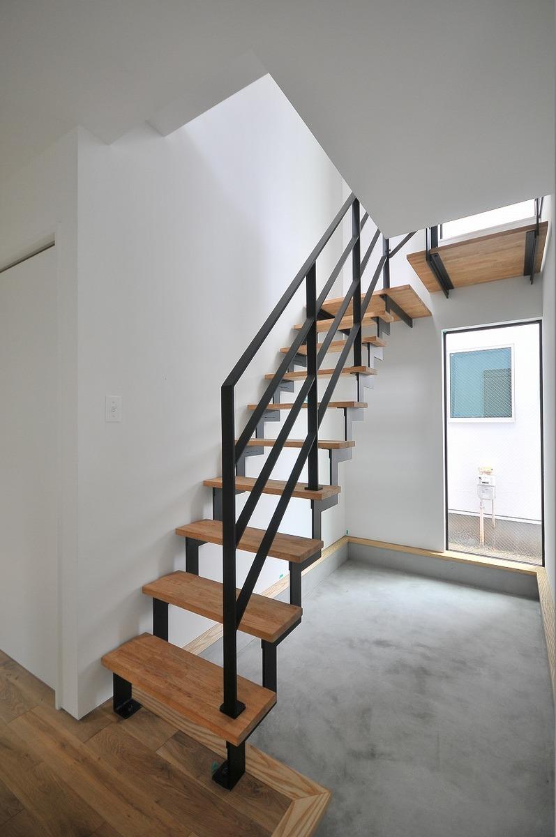 オリジナル鉄骨階段室内、室外注