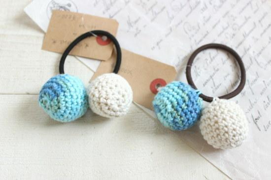 ぼんぼんヘアゴム*手編み 水色ミックス・白/sakura 型番:H-34