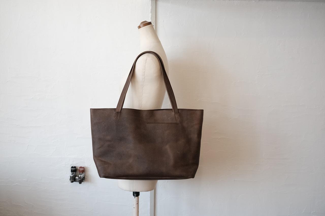 携帯用のポケットをつけた女性用のビジネストートバッグ