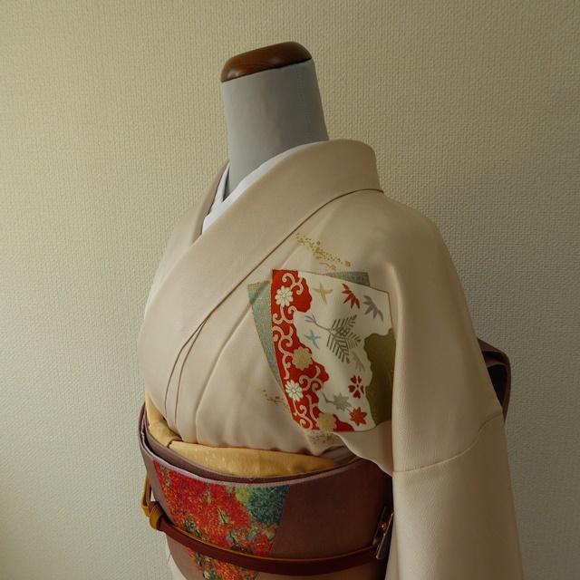 正絹綸子 アイボリーの付け下げ 袷の着物