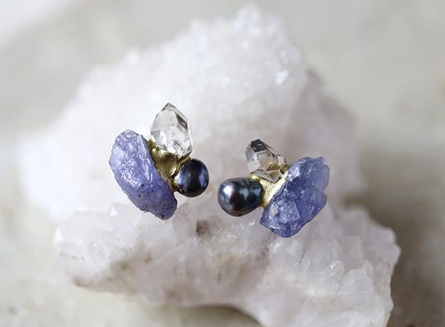 【一点物】原石のタンザナイト・ダイヤモンドクォーツ・パールの金継ぎピアス