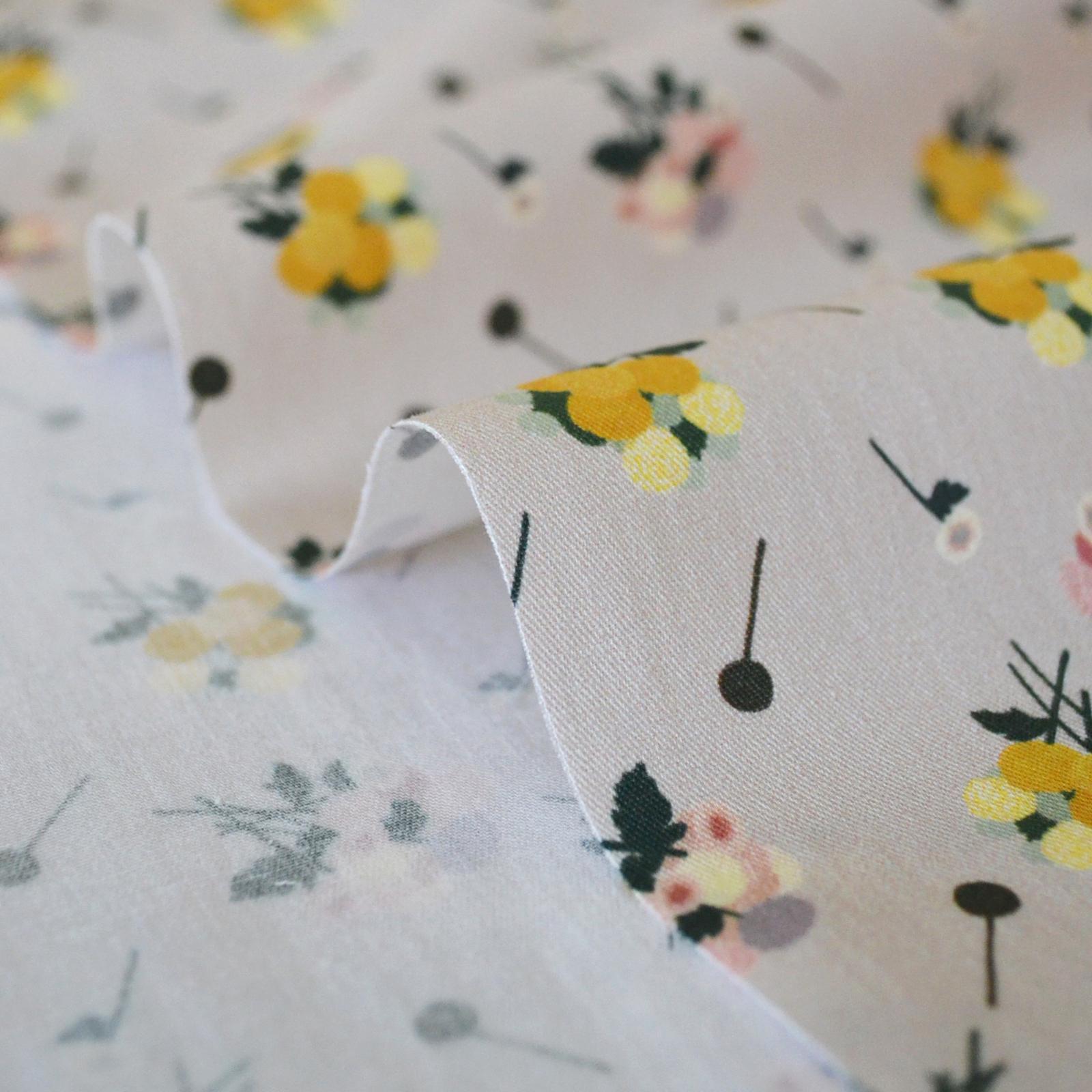 < Pom Pom Bouquet >  Greige コットン生地  50cm x 50cm
