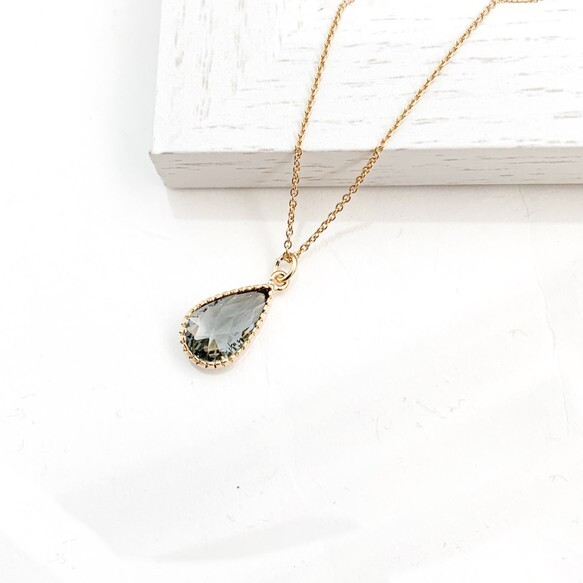 Cut Frame Glass necklace (charcoal gray)