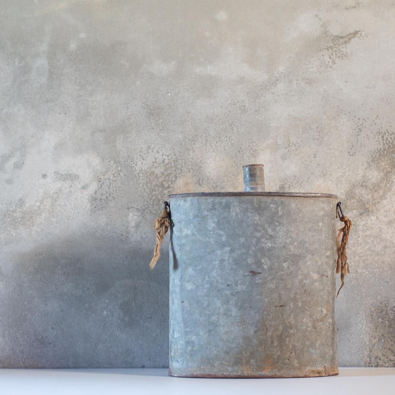 ブリキの水筒