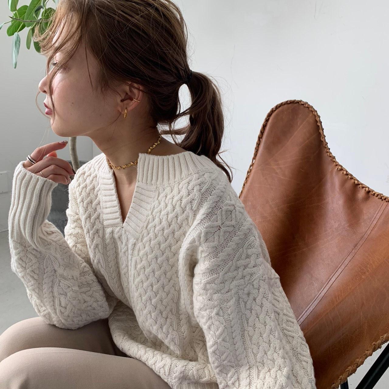 V neck cable knit