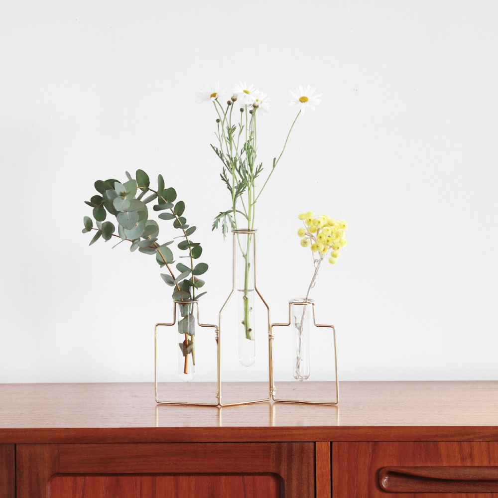 STABLE WIRE VASE
