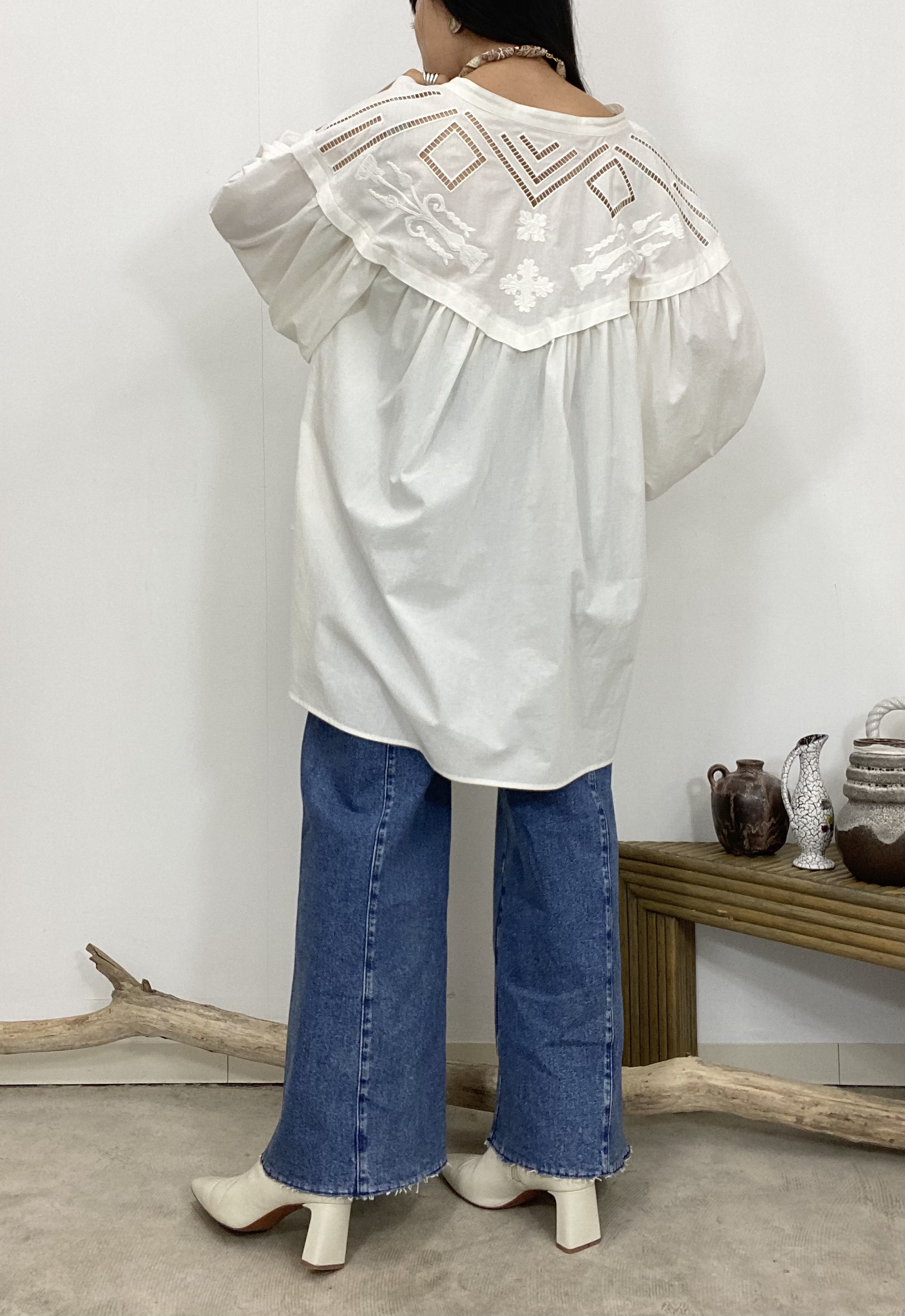 EMBROIDERY VOLUME BLOUSE【WHT】