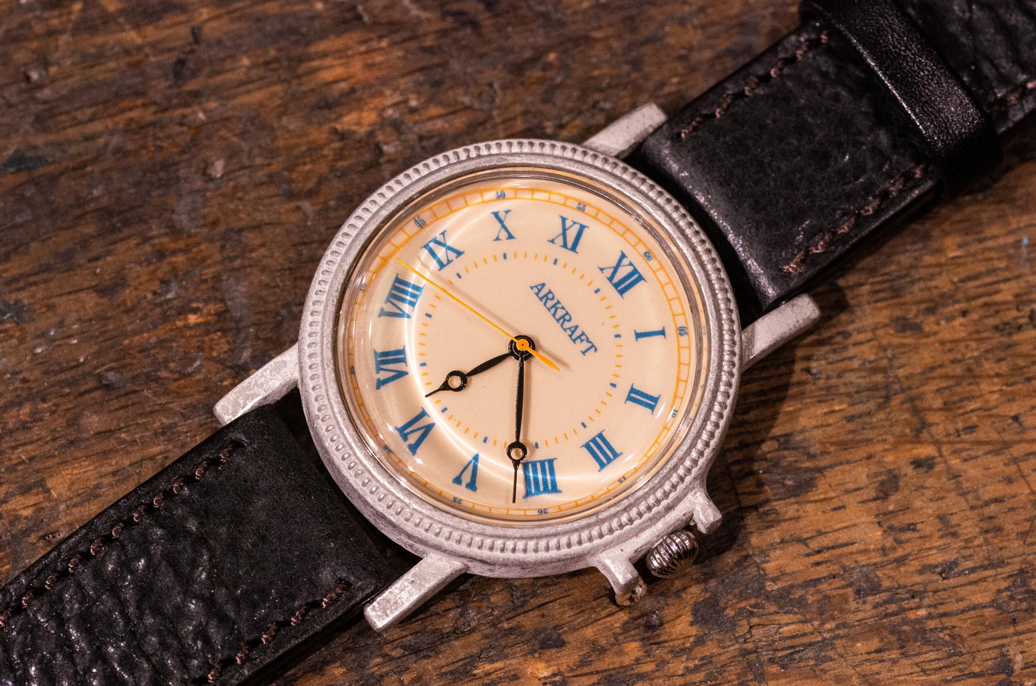 レトロ感とポップさを併せ持った大き目の腕時計(Franz Large/店頭在庫品)