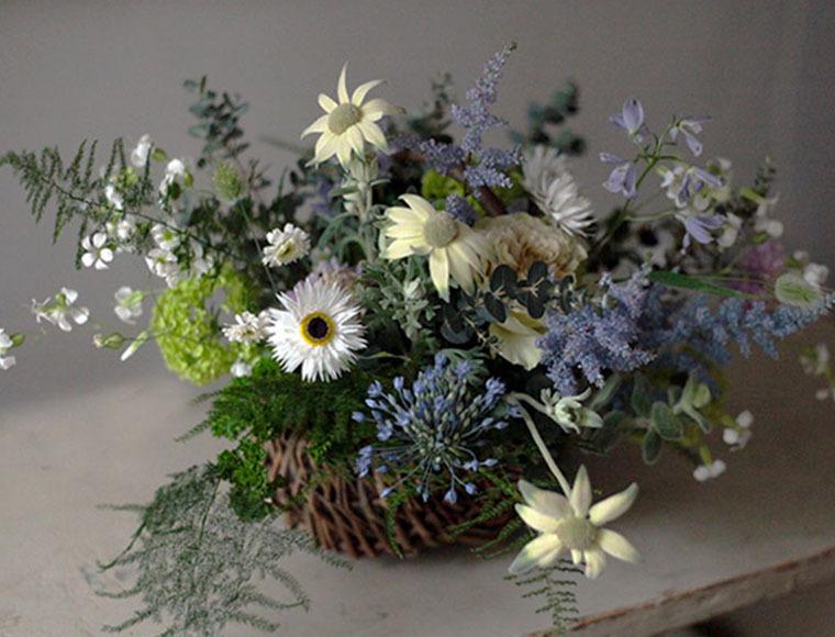 [予約商品 ・最短5/8着]White & Blue Arrangement (母の日贈り物/白と青を基調としたアレンジ)