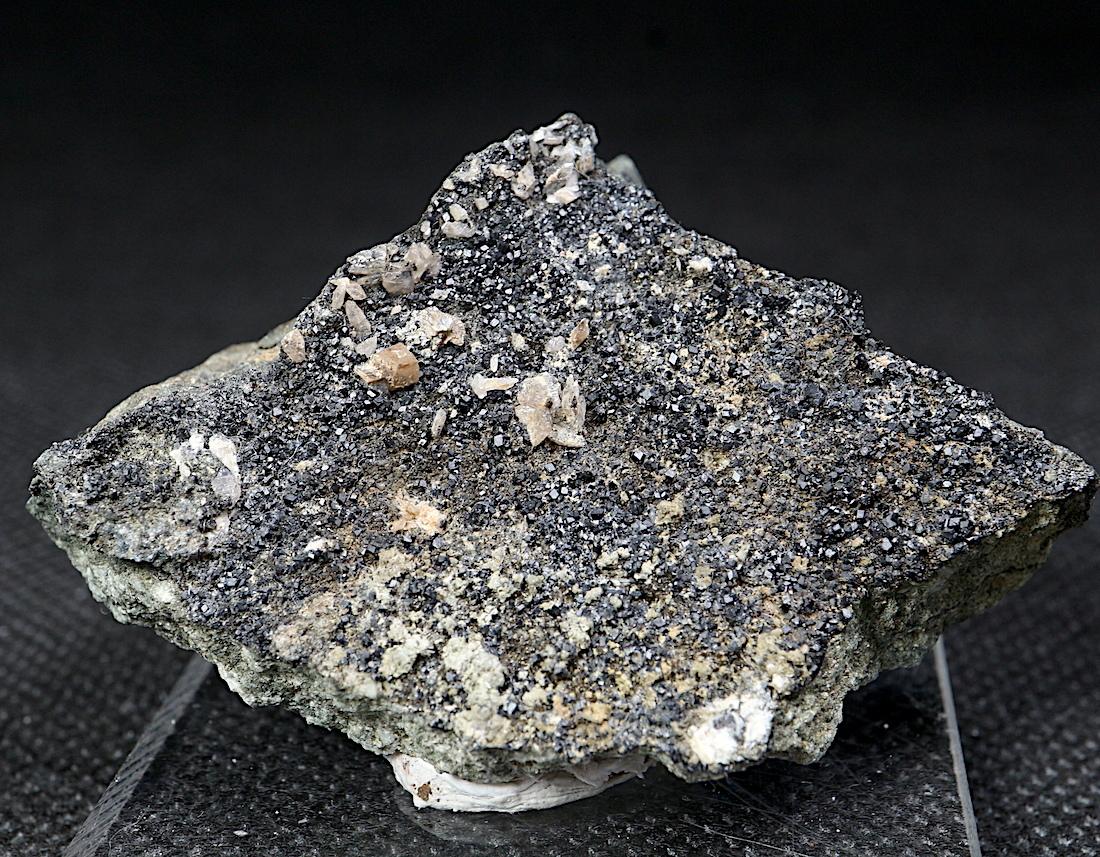 希少!メラナイト + チタナイト 灰鉄柘榴石 原石 47,4g AND047 鉱物 標本 原石 天然石
