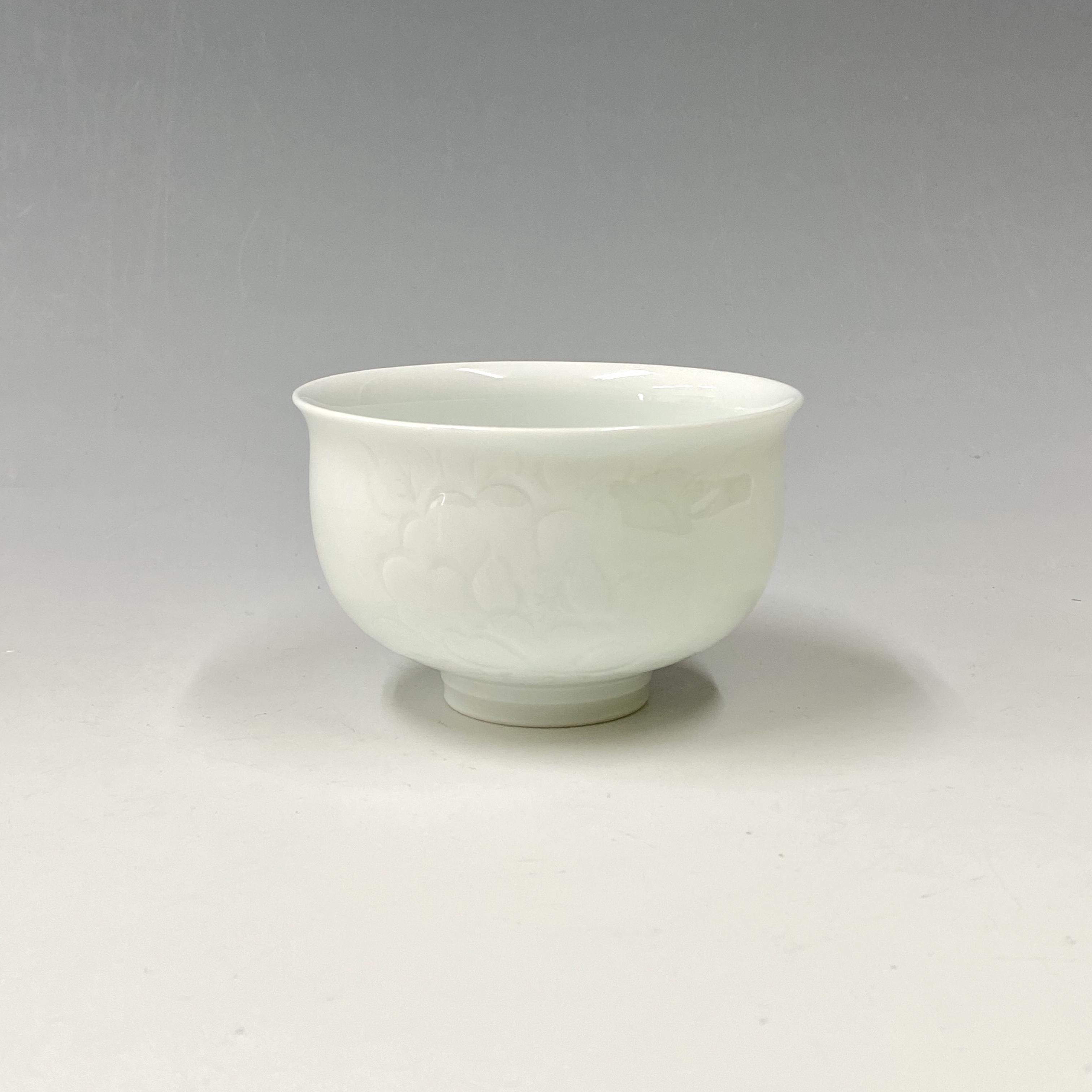 【中尾恭純】白磁牡丹彫多用碗