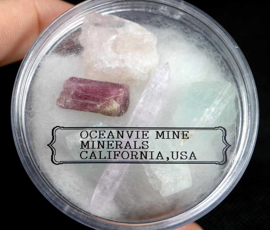 【鉱物標本セット】オーシャンビュー鉱山ミネラルセット アクアマリン トルマリン クンツァイト  T138 天然石 鉱物セット パワーストーン