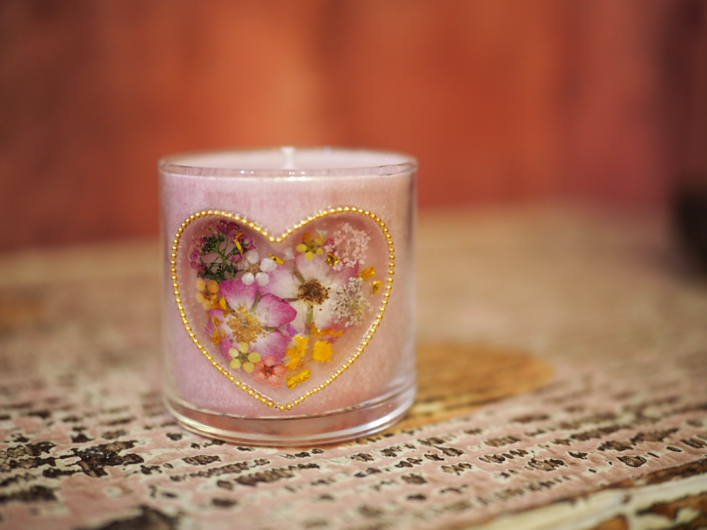 Heart ♡Pressed Flowers Candle 1