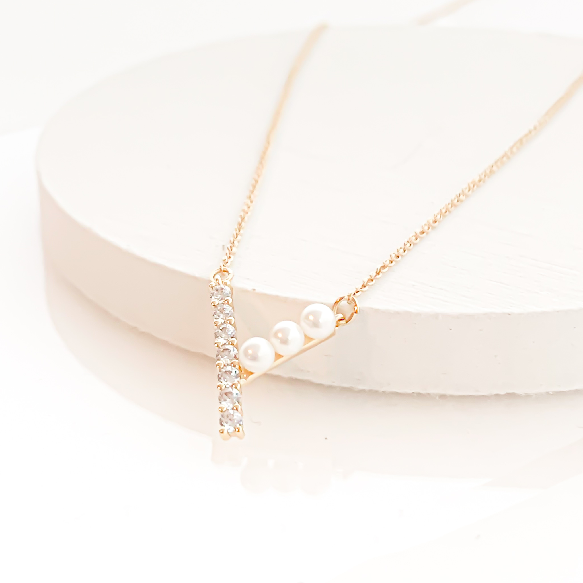 CZ&Pearl V Necklace n417